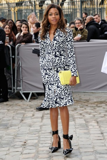 naomie-harris-at-christian-dior-fashion-show-at-paris-fashion-week-01-620x930
