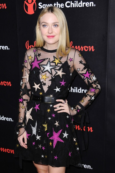 dakota-fanning-2016-save-the-children-illumination-gala-red-carpet-fashion-elie-saab-tom-lorenzo-site-1