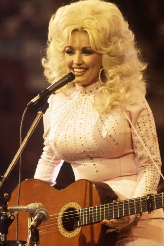 hbz-dolly-parton-1976-gettyimages-84879971