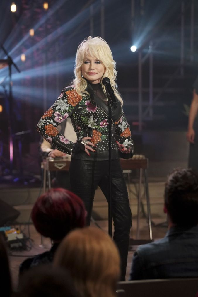 winning-artist-dolly-parton-performs-a-song-from-the-news-photo-1071827992-1549908053