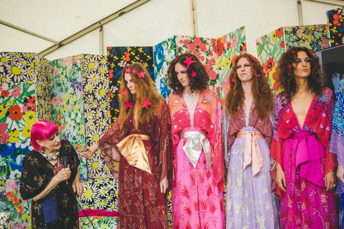 Zandra Rhodes and models at Port Eliot Festival, Cornwall, 29 July 2017. Image Louise Roberts